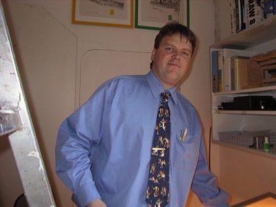 1995 Übernimmt Ing. Helmut Leitner den Familienbetrieb, es folgen Investitionen in das Planungsbüro, die Mitarbeiterschulung und die hauseigene Tischlerei